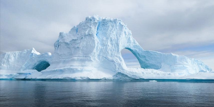 De tidligste køleskabe tog udgangspunkt i is høstet fra havet