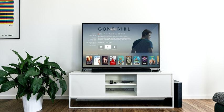 En soundbar kan placeres i selv de mest kompakte og stilrene setups