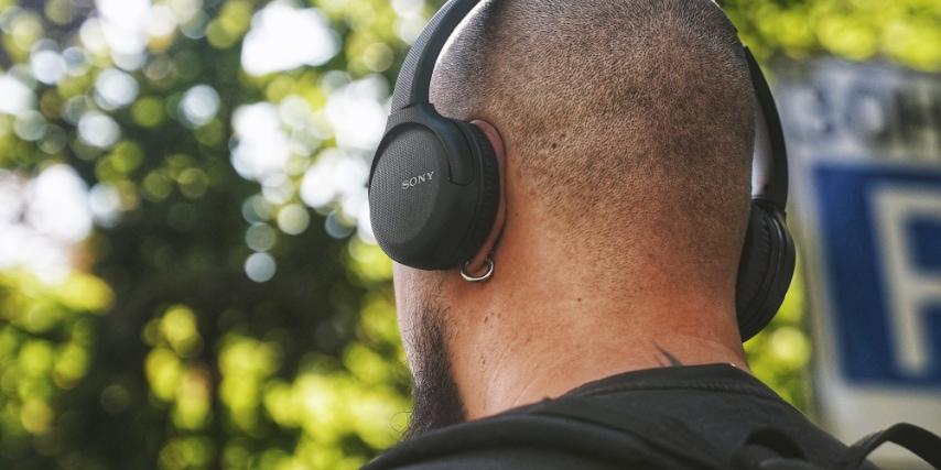 Hvis du ønsker et par lette og transportable høretelefoner, er on-ear måske noget for dig